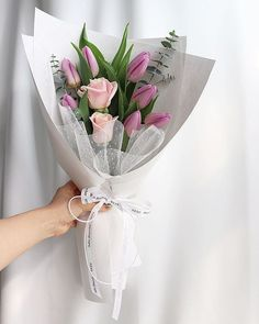 Glamorous Wrapped Bouquets That Will Surprise Your Loved One Flower Bouquet Diy, Tulip Bouquet, Bouquet Wrap, Gift Bouquet, Small Bouquet, Rose Bouquet, Floral Bouquets, My Flower, Beautiful Flower Arrangements