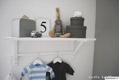 lastenhuone,seinähylly,ripustus,säilytys,harmaa