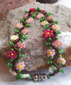 Pink Daisy Chain Beadwoven Bracelet - 7-1/2, $18.00