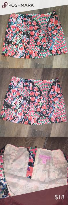 LILLY PULITZER TATE SKIRT SWEET NOTHINGS Stunning Lilly sequined skirt! Fun and flirty, and fully lined. This is tagged size 8 but it has been altered to fit a size 6. Please see tailor seams added in the photo. No flaws. Ready to ship from pet-free, smoke-free home. Lilly Pulitzer Skirts Mini