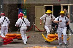 Käsetrager in Alkmaar