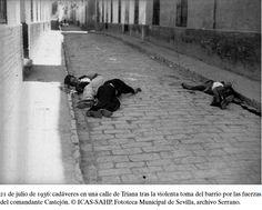 1936, 21 Julio, Sevilla, barrio de Triana. Cádaveres en la calles tras la toma del barrio por las tropas comandante Castejón.
