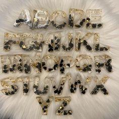 Diy Resin Art, Diy Resin Crafts, Diy Crafts To Sell, Diy Resin Keychain, Keychain Ideas, Keychain Design, Black Agate, Resin Jewelry, Gold Foil