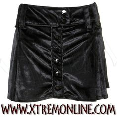 Falda corta de #Terciopelo Negro con botones. Echa un vistazo a nuestra colección de ropa gótica y alternativa. Artículos en stock.
