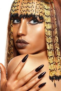 Sado, Sensual y Femenino: Cleopatra