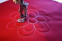 awesome tutorial for machine quilting. Center blocks for Amy's quilt Quilting Stencils, Longarm Quilting, Free Motion Quilting, Quilting Tips, Quilting Tutorials, Quilting Projects, Sewing Projects, Machine Quilting Patterns, Quilt Patterns