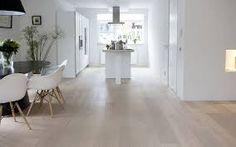 Afbeeldingsresultaat voor woonkamer inrichting eiken vloer white