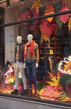 Boutique Window Displays, Store Window Displays, Autumn Window Displays, Fall Store Displays, Clothing Store Displays, Store Front Windows, Retail Windows, Charity Shop Display Ideas, Window Display Design