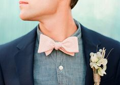 for the groom: love the navy with the denim and the twine on the flower. groomsmen could have matching navy and brown flannel with pink bowtie. Groom Ties, Groom And Groomsmen, Vintage Groomsmen, Party In Berlin, Peach Bow Tie, Navy Blush Weddings, Wedding Sand, Gold Wedding, Wedding Groom