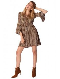 b0aeeeba2e8889 Bohemian camelkleurige midi jurk Camel kleurige midi jurk met bohemian ibiza boho  style opdruk