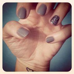 Gray + Silver Glitter Accent Nail Mani #Mani #Nails #NailArt #GlitterMani #Silver #Gray #AccentNail #Glitter