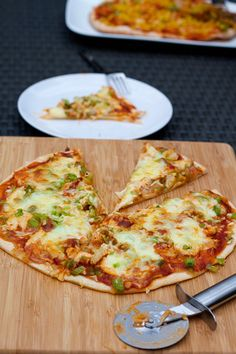 """I never met a pizza like you"" - Mijn favoriete pizza (en binnenkort ook die van jou! Quiche, Pita Wrap, Cheese Wrap, Chicken Enchiladas, Vegan Foods, Tapas, Food And Drink, Cooking Recipes, Yummy Food"