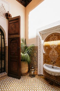 Morrocan Interior, Morrocan House, Morrocan Decor, Moroccan Bathroom, Modern Moroccan Decor, Moroccan Lanterns, Marocco Interior, Moroccan Art, Home Interior Design