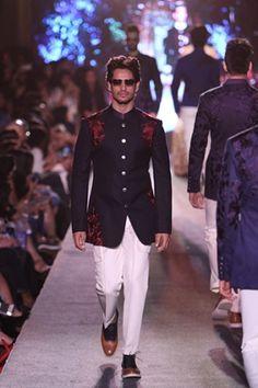 Manish Malhotra. LFW S/R 15'. Indian Couture. Western Dresses, Western Outfits, Indian Outfits, Indian Groom Wear, Indian Wear, Ethenic Wear, Men Wear, Boy Applique Shirts, Manish Malhotra Collection