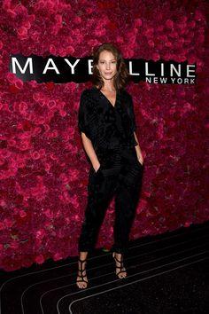 Pin for Later: Die Stars machen die New York Fashion Week noch modischer Christy Turlington bei einem Event von Maybelline