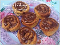 Harmoniske kanelsnegle Low Carb Sweets, Healthy Desserts, Dessert Recipes, Danish Food, Low Sugar, Sweet Bread, Cinnamon Rolls, Low Carb Recipes, Bakery