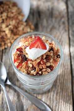I love Granola and Vanilla Greek Yogurt! This recipe looks great!