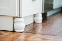 Fake Fancy With These Easy + Cheap Home Upgrades Cost Of Kitchen Cabinets, Kitchen Cabinets Pictures, Kitchen Drawers, Cupboards, Home Upgrades, Home Improvement Projects, Home Projects, Weekend Projects, Basement Remodeling
