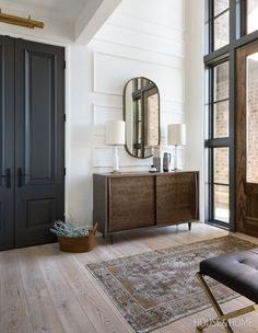 An entryway rug is among simple decorations that can enliven your house. A stylish rug can impress guests, relatives or friends. An entryway rug shouldn't cost you a fortune. Read Entryway Rug Ideas to Spruce Up Your Foyer Picture Frame Molding, Entryway Rug, Modern Entryway, Entryway Tables, Entryway Console, Entryway Ideas, Console Table, Interior Minimalista, Decoration Inspiration