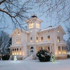 Victorian Architecture, Beautiful Architecture, Beautiful Buildings, Beautiful Homes, Architecture Design, Classical Architecture, Beautiful Moon, Victorian Style Homes, Victorian Farmhouse