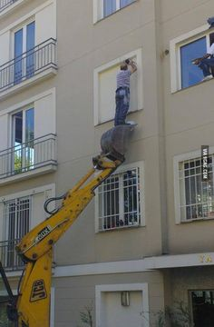 The 'Bucket Lift' is a useful tool when used correctly, but all sharp edges on the bucket must have striped tape to warn of potential cut hazards... #SafetyFails #Funny