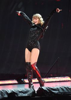 Taylor Swift Fansite: Click image to close this window Long Live Taylor Swift, Taylor Swift Hot, Taylor Swift Pictures, Taylor Swift Wallpaper, In Pantyhose, Role Models, My Girl, Celebs, Queens