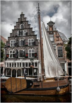 a sailboat in the town -Alkmaar,Netherlands Travel Around The World, Around The Worlds, Visit Holland, Kingdom Of The Netherlands, Amsterdam Houses, City Landscape, Nice To Meet, Wonderful Places, Beautiful World