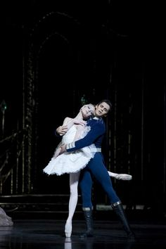 Sarah Lamb and Federico Bonelli.  Photo by Bill Cooper.