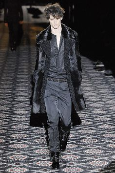 Gucci - Fall 2008 Menswear - Look 44 of 45?url=http://www.style.com/slideshows/fashion-shows/fall-2008-menswear/gucci/collection/44