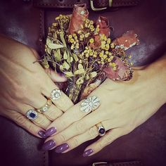 Vintage chic and autumn romance - feel the magic coming from 20s 👑 #heartsjewellery #vintage #jewellery #boutique #finejewelry #ring #personalshopper #youdreamwemakeithappen #diamond #luxury #sapphire #20s #бриллианты #винтаж #персональныйшоппинг #вашамечтанашеисполнение #драгоценности #ювелирныеукрашения #кольцо #стиль #роскошь