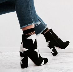 I want to talk about some shoes that will make our outfits always look modern and chic without any effort. We can call them our joker shoes. Of course, they are our indispensable black boots! Sock Shoes, Cute Shoes, Me Too Shoes, Shoe Boots, Calf Boots, Shoes Heels Boots, Heeled Boots, Shoes Sneakers, Crazy Shoes