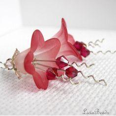 lucite flower - med snoet perlestave og med bicones på - smukke skal laves