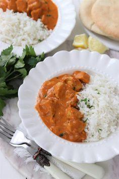 TIKKA MASALA Naan Pizza, Good Food, Yummy Food, Cupcakes, Butter Chicken, Garam Masala, Palak Paneer, Feta, Curry