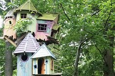 Something #Awesome for your Monday :-)   http://www.buzzfeed.com/video/hillarylevine/107-seconds-of-treehouse-porn