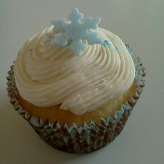 snow inspired cupcakes.