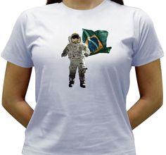 Camiseta com uma brincadeira sobre a conquista do espaço pelo Brasil.