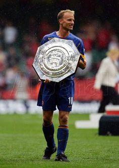Bergkamp with Charity Shield. Arsenal Football, Arsenal Fc, Football Players, Dennis Bergkamp, Everton Fc, Kids Soccer, Old Boys, Captain America, Superhero