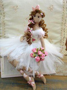Artesanatos com Moldes: princesa bailarina Mini E, Ballerina Doll, Fairy Dolls, Soft Dolls, Soft Sculpture, Diy Doll, Cute Dolls, Doll Patterns, Doll Toys