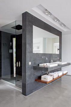 Con espejo reflectivo que se vea desde la cabina de baño