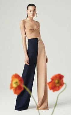 Cushnie Resort 2020 Fashion Show - Vogue Fashion 2020, Look Fashion, High Fashion, Fashion Show, Fashion Design, Fashion Trends, Strapless Bustier, Strapless Dress Formal, Bustier Top