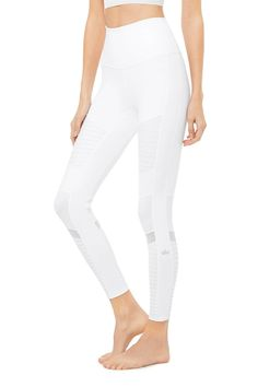 7/8 High-Waist Moto Legging - White | Alo Yoga Yoga Pants Girls, Yoga Pants Outfit, Summer Outfits, Casual Outfits, Gym Clothes Women, Wear Test, Pants Pattern, Workout Wear, Bra Tops