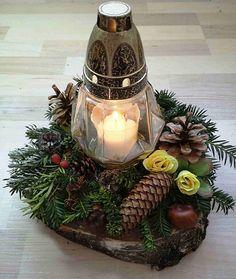 Christmas Arrangements, Christmas Centerpieces, Christmas Decorations, Holiday Decor, Grave Decorations, Flower Decorations, Modern Floral Arrangements, Flower Arrangements, Family Tree Quilt