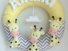 Guirlanda para a porta da maternidade com girafas do site Elo7