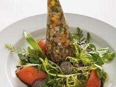 Sülze mit Tafelspitz dazu Blattsalat mit Kernöldressing ist ein Rezept mit frischen Zutaten aus der Kategorie Rind. Probieren Sie dieses und weitere Rezepte von EAT SMARTER!