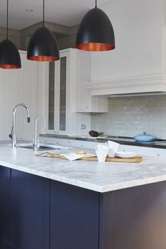 Shaker Style Kitchen Cabinets Trends, Ideas & How To Design Shaker Style Kitchen Cabinets, Shaker Style Kitchens, Kitchen Cabinet Styles, Kitchen Cabinet Hardware, Painting Kitchen Cabinets, Kitchen Layout, Kitchen Tiles Design, Kitchen Wall Tiles, Kitchen Shelves