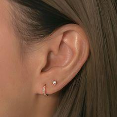 Bijoux Piercing Septum, 2nd Ear Piercing, Double Ear Piercings, Pretty Ear Piercings, Ear Lobe Piercings, Triple Lobe Piercing, Double Earrings, Simple Earrings, Gold Stud Earrings