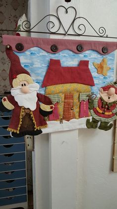 Best 12 Painel de natal by marina kaam Christmas Wood, Christmas Crafts, Modern Christmas, Handmade Christmas, Xmax, Fabric Pictures, Holiday Decor, Holiday Ornaments, Sewing Projects
