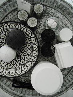 black motif mosaic plates