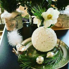 Just a little decoration!  Christbaumkugel  Vase für Schneerosen! @murmelzconcept  Happy 1. Advent!