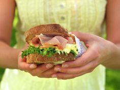 Den perfekte piknik-maten - MatPrat Norwegian Food, Wrap Sandwiches, 3 Things, Pulled Pork, Salmon Burgers, Family Meals, Delish, Vegetarian, Canning